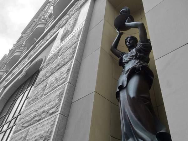 Estatua de una niña - Novosibirsk