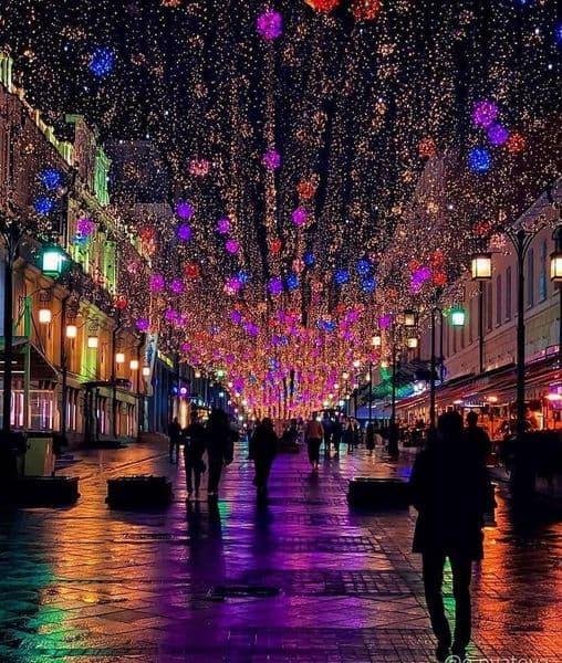 الجو من مركز موسكو في الليل ...